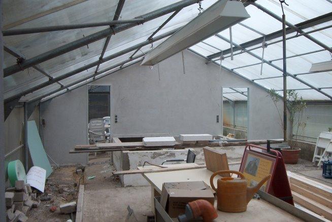 in einem kleineren Gewächshause entstehen zwei Krankenräume und ein Ausstellungsraum