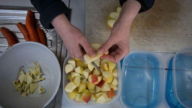 Obst schnabelgerecht schneiden